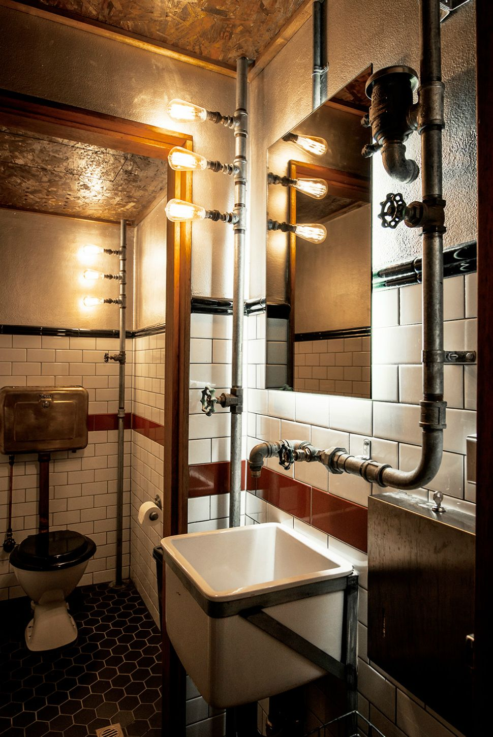 decoración steampunk en baño