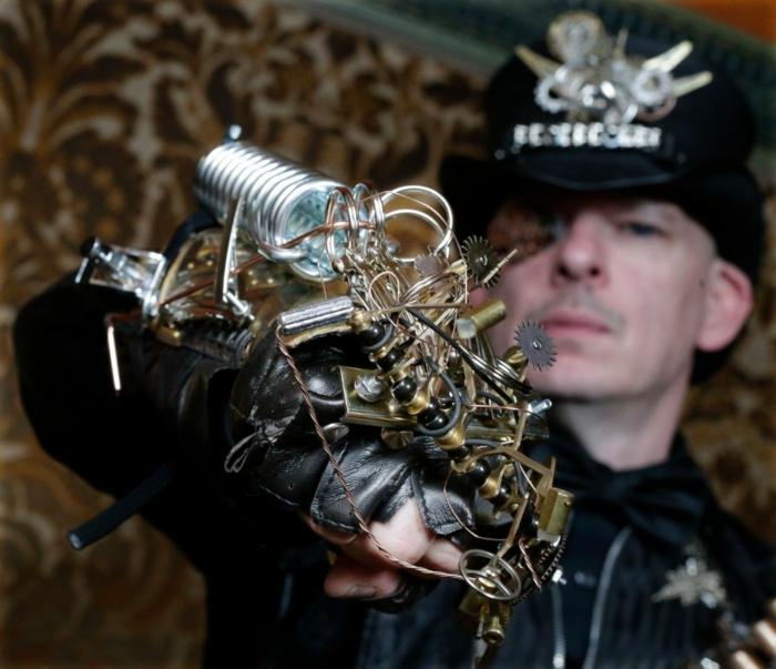brazo mecánico o brazalete moda steampunk