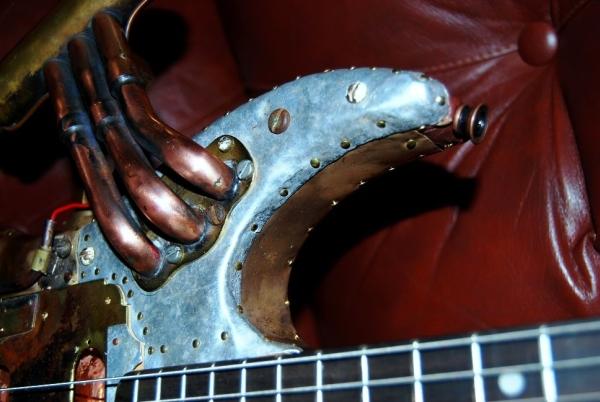 diseño único guitarra steampunk