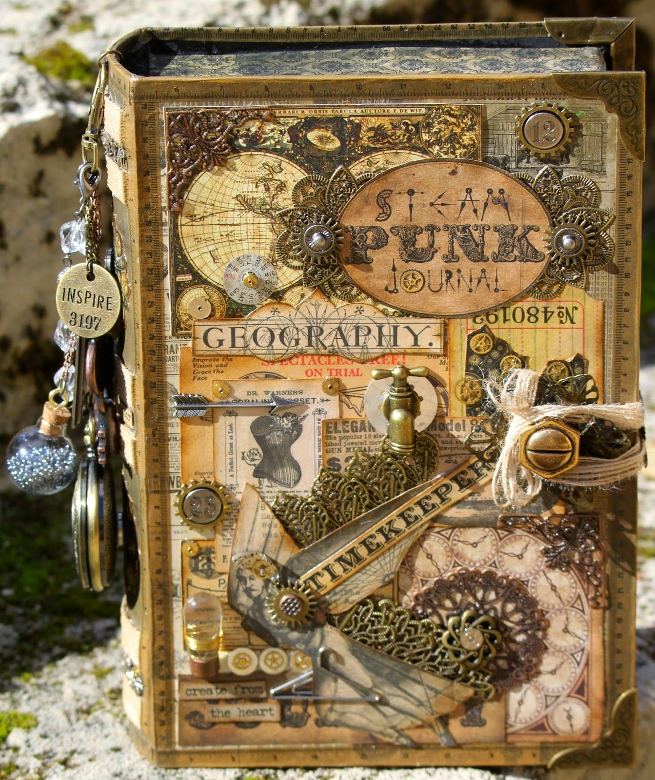 libro con diseño steampunk